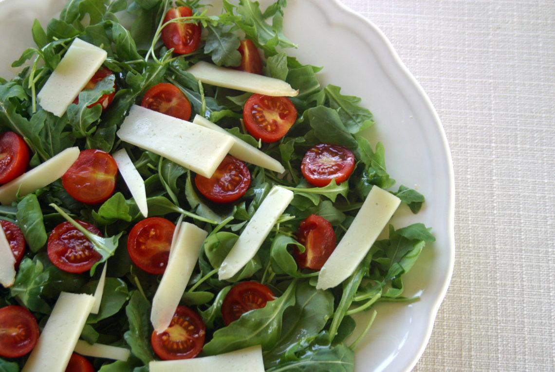 Insalatina sfiziosa pomodorini rucola e grana